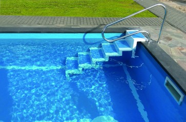 Pooltreppe aus Polyester